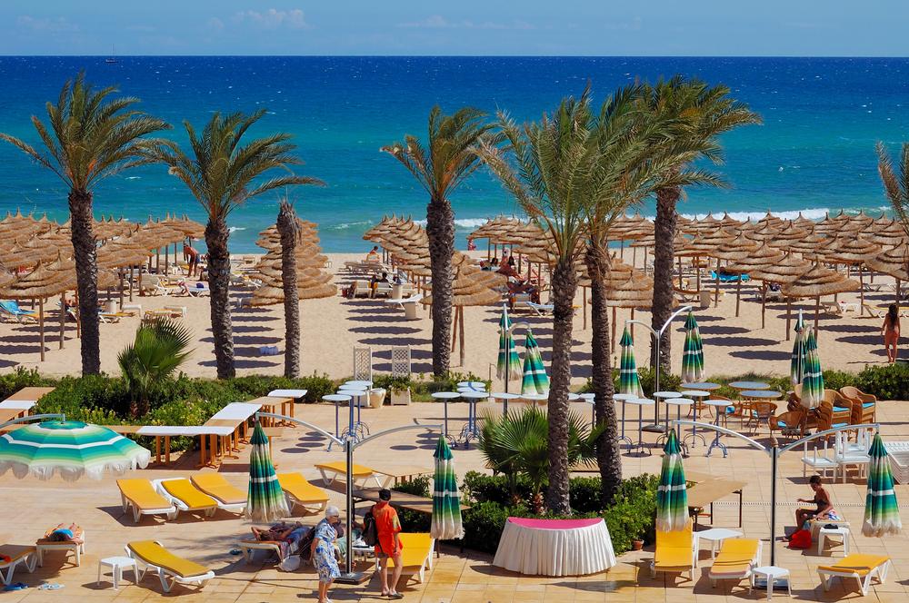 Пляж отеля в Хаммамете, Тунис.