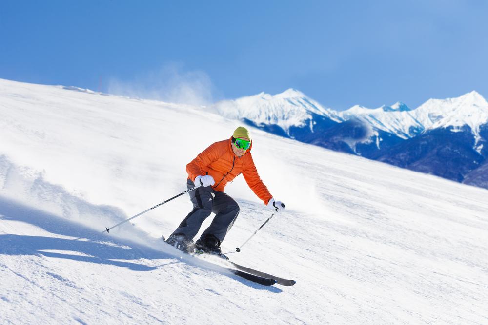 Лыжник насклонах Красной Поляны
