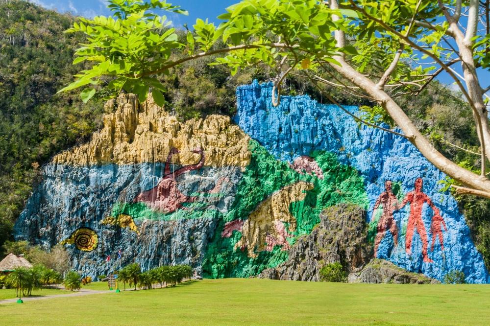 «Доисторическая фреска» в долине Виньялес