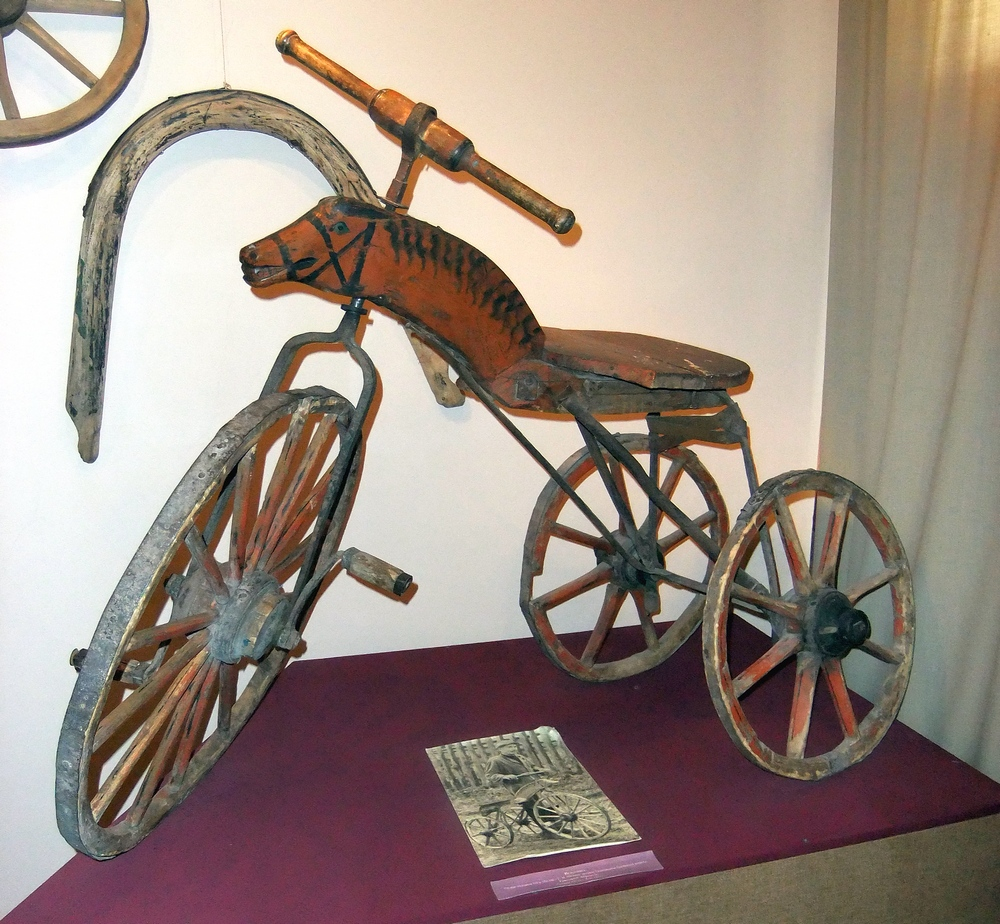 Старинный велосипед в музее села Ильинское