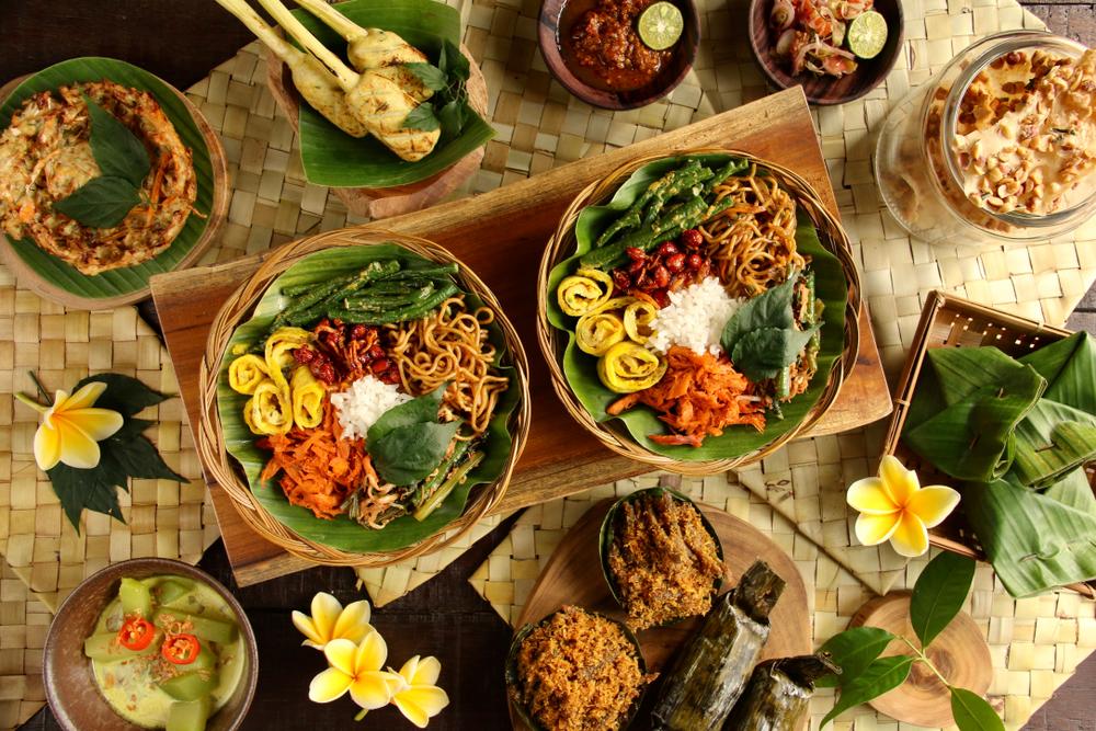 Традиционное балийское блюдо Nasi Campur