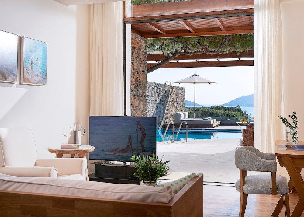 Номер сбассейном впятизвездочном отеле St. Nicolas Bay Resort Hotel &Villas