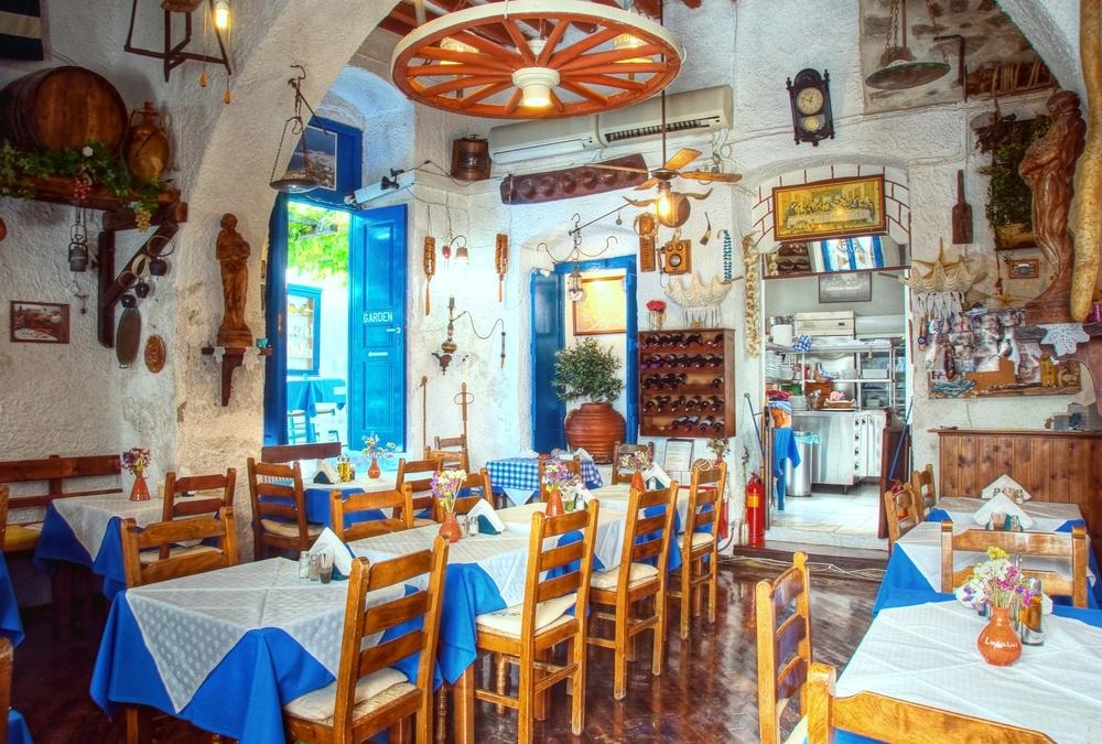 Интерьер традиционной греческой таверны