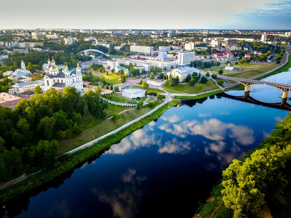 Вид на Кировский мост, Пушкинскую площадь и Успенский собор