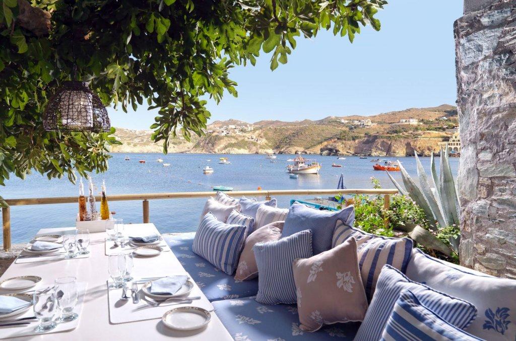 Ресторан на террасе в отеле Out of the Blue Capsis Elite Resort