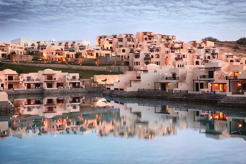 Отель The Cove Rotana Resort, Рас-эль-Хайма, ОАЭ.