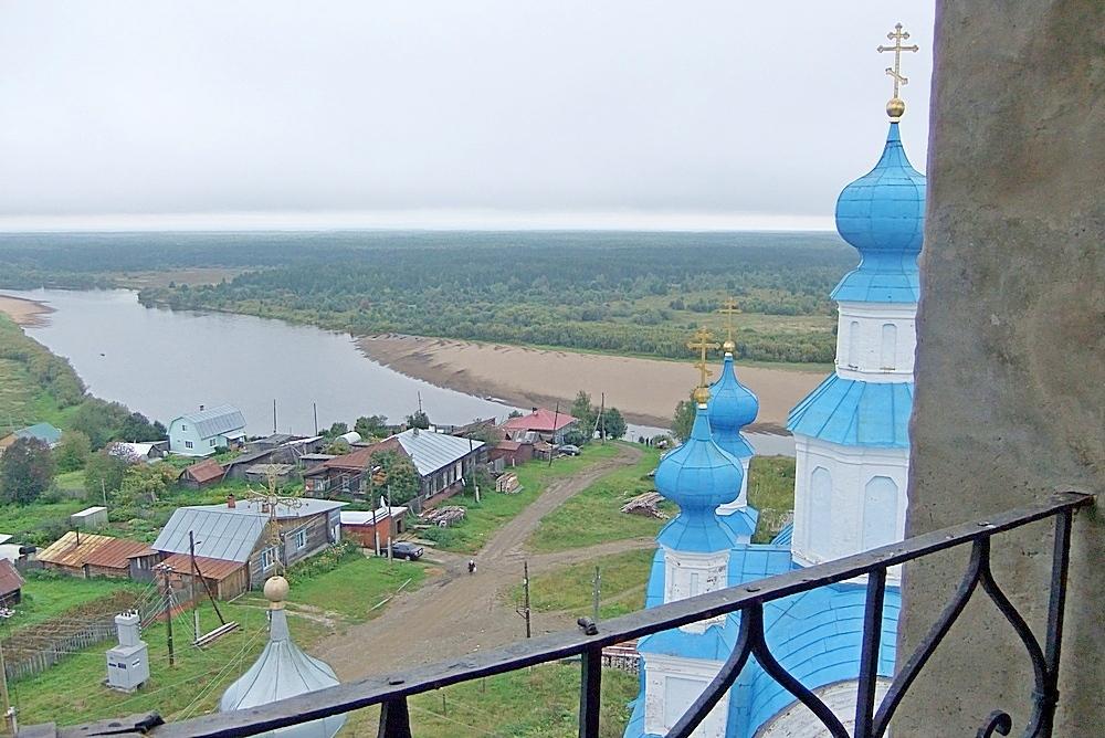 Вид на город и реку с колокольни Воскресенского собора