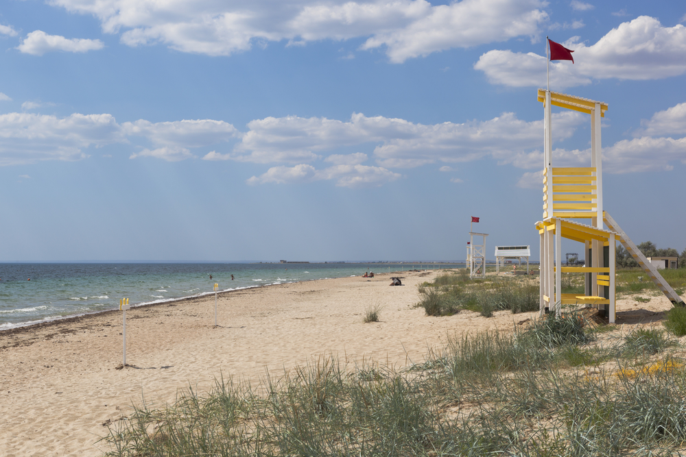 Пляж в Саках