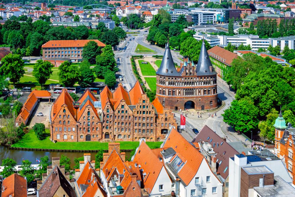 Голштинские ворота и старый город Любека