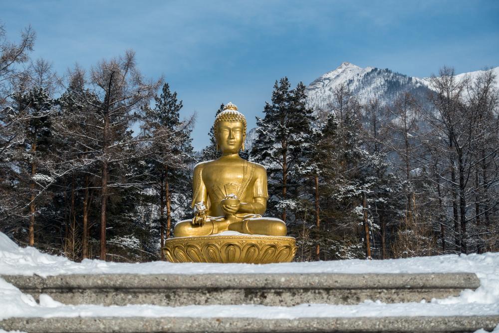 Статуя Будды в Аршане