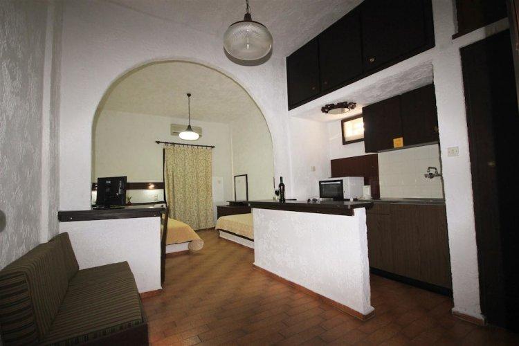 Апартаменты в отеле уровня 3 звезды Amazona Apartments