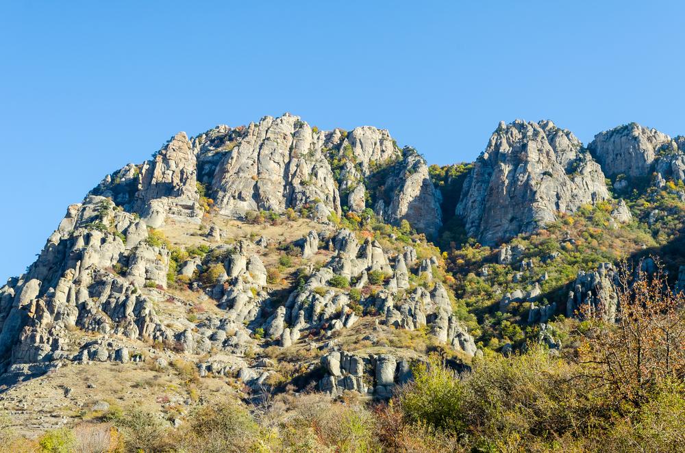 Долина привидений на склоне Кузнец-горы (Демерджи), окрестности Алушты, Крым