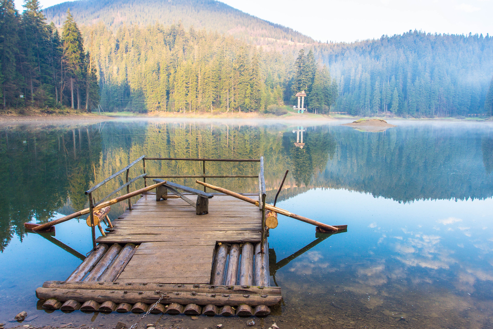 Озеро Синевир, Карпаты, Украина