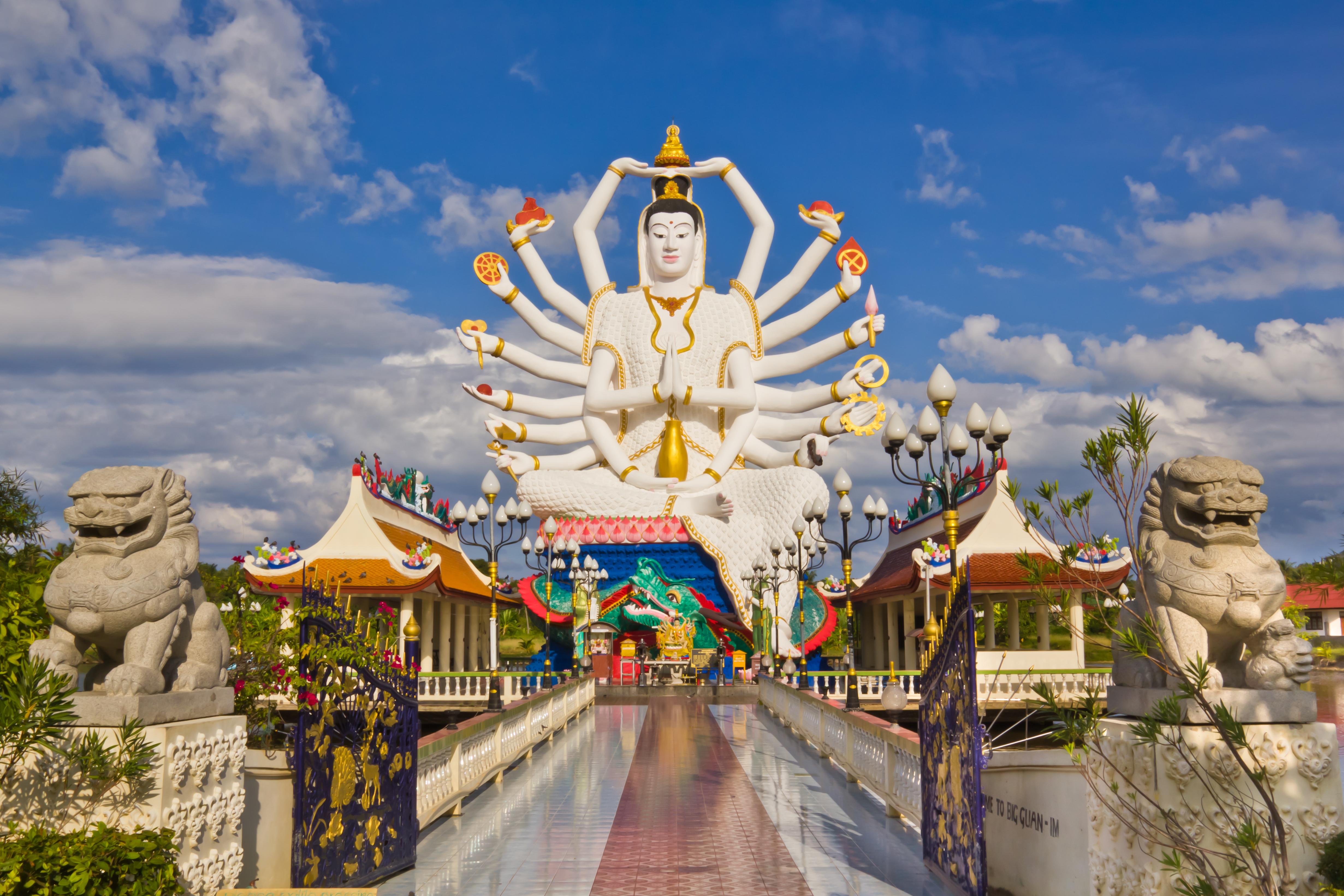 Храм Ват Плай Лэм