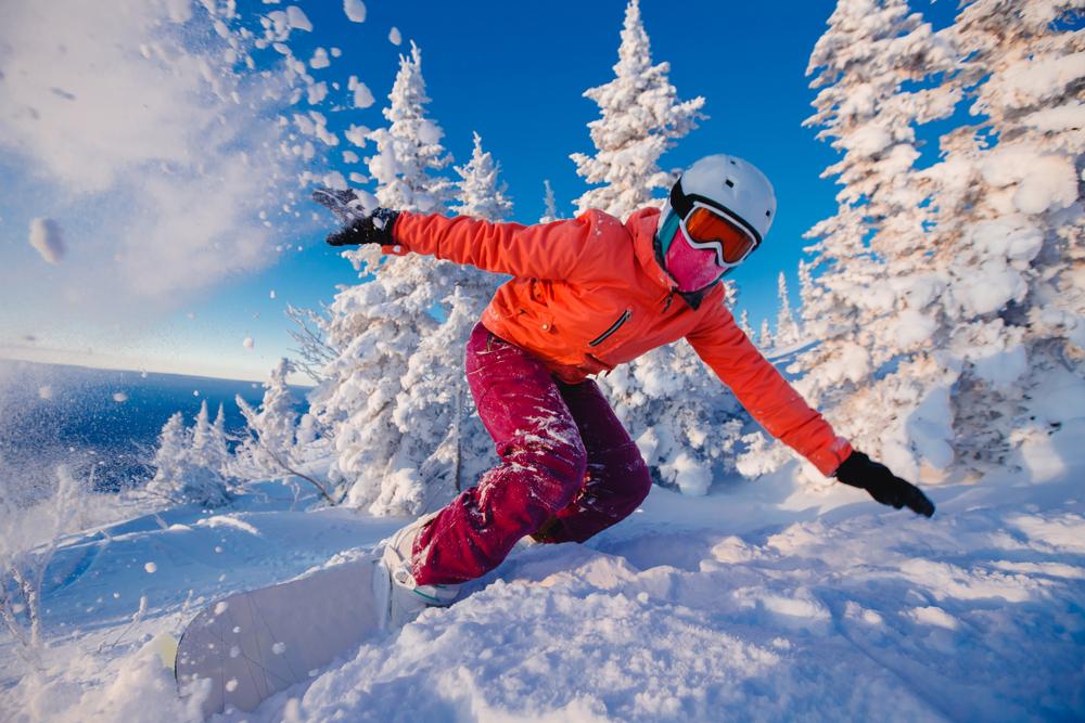 Сноубордист насклонах Красной Поляны