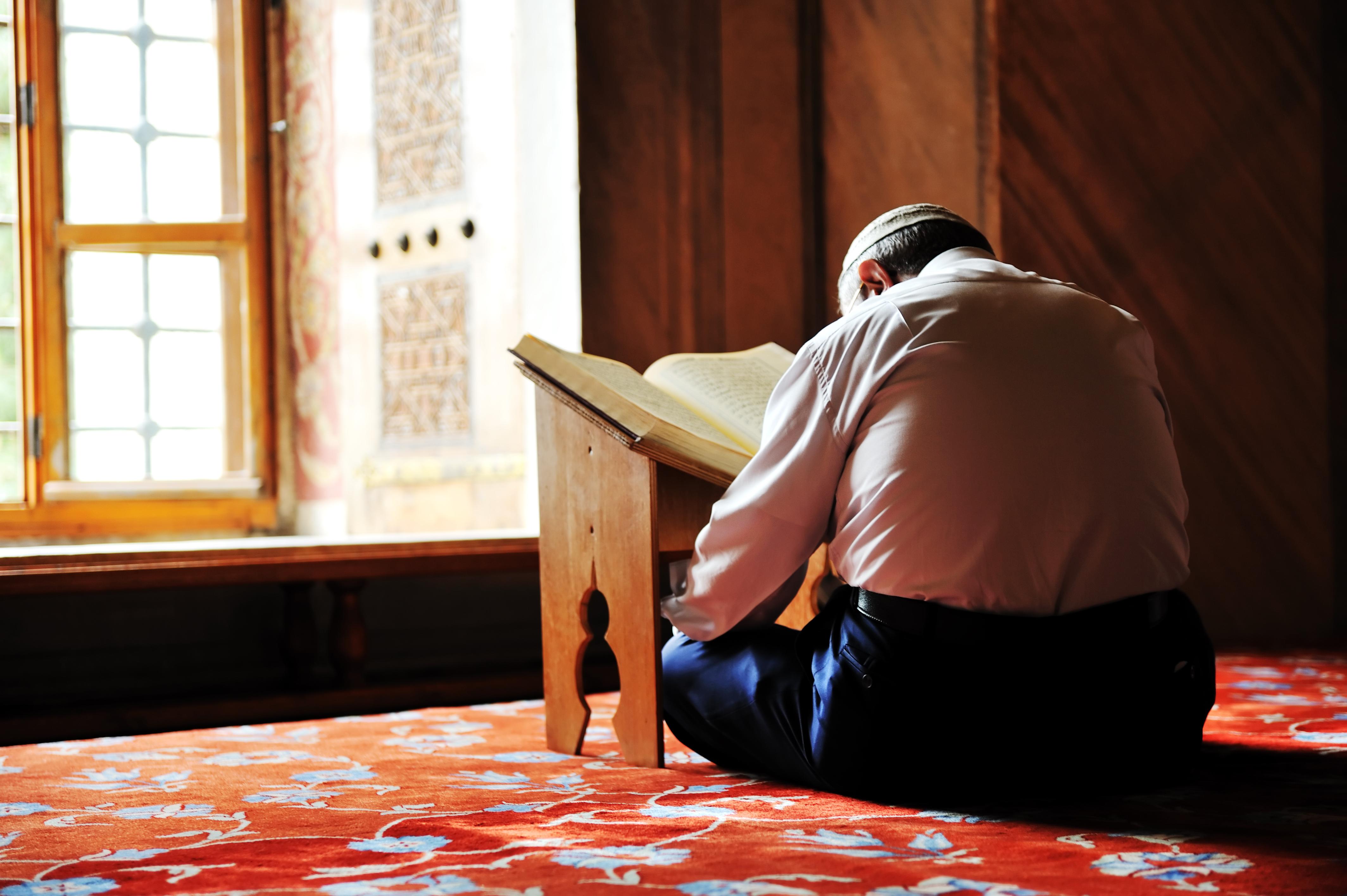 Мусульманин за чтением