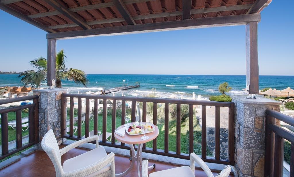 Вид с балкона в отеле уровня 5 звезд Top Countryline Alexander Beach Hotel