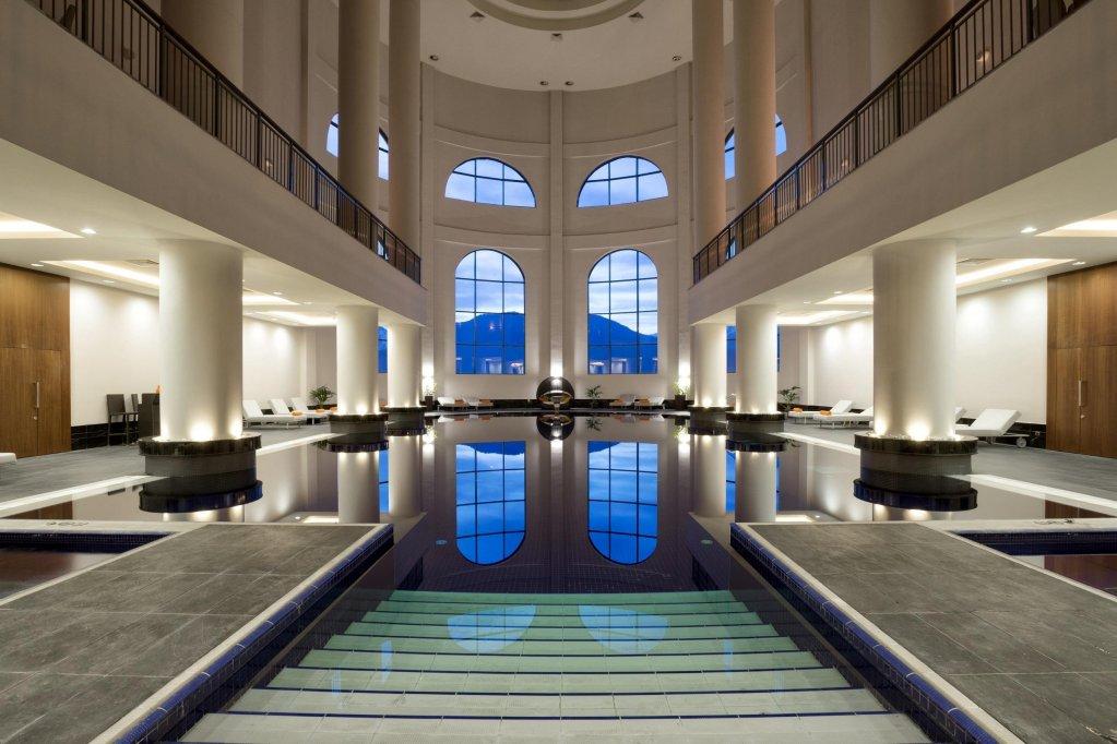 Бассейн в пятизвёздочном отеле Rixos Krasnaya Polyana