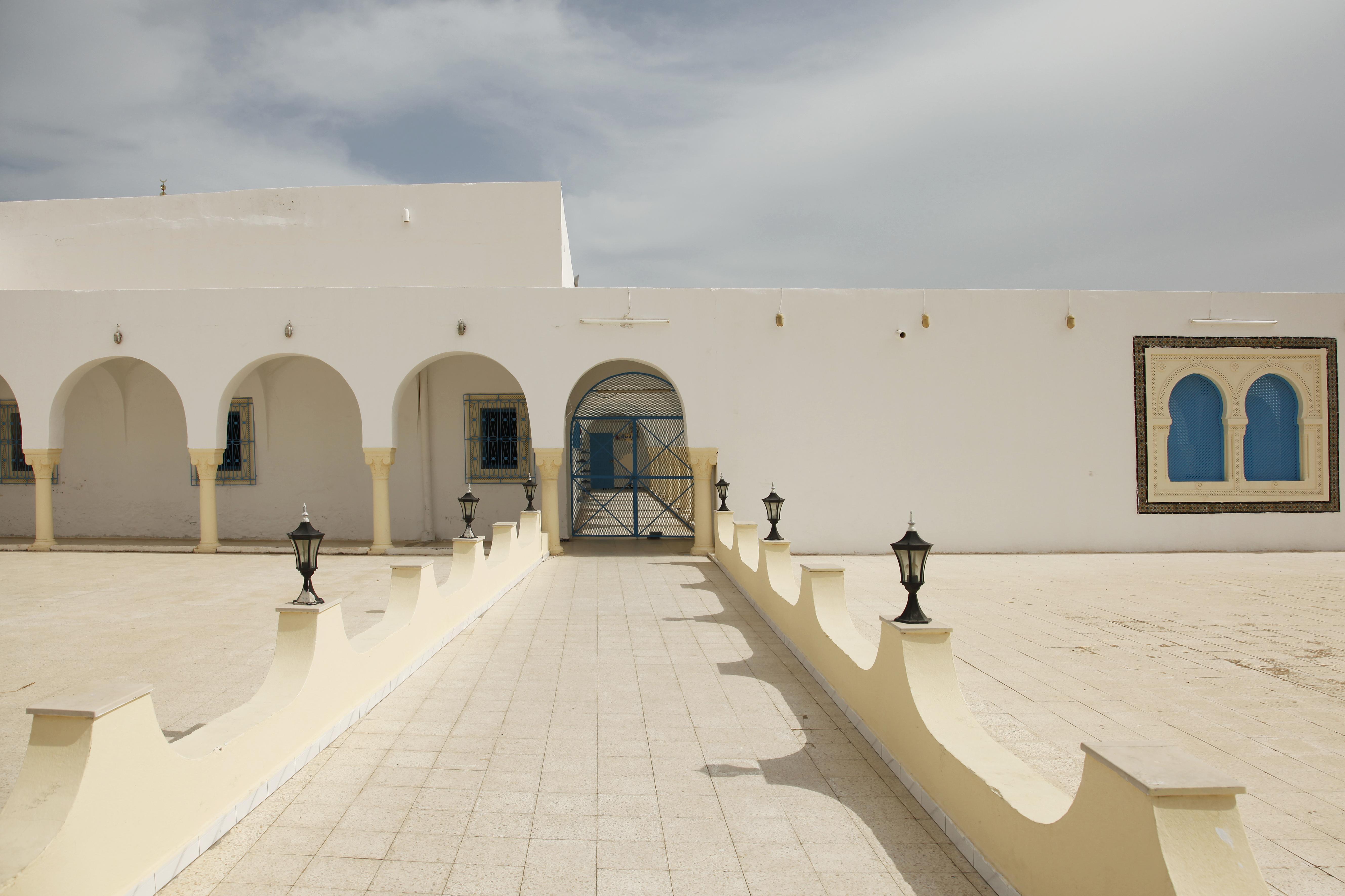 Двор мечети. Зарзис, Тунис.