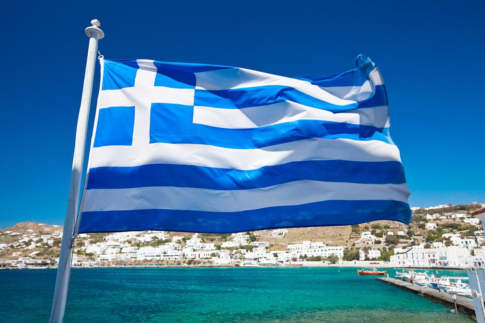 Греческий флаг. Миконос, Греция.