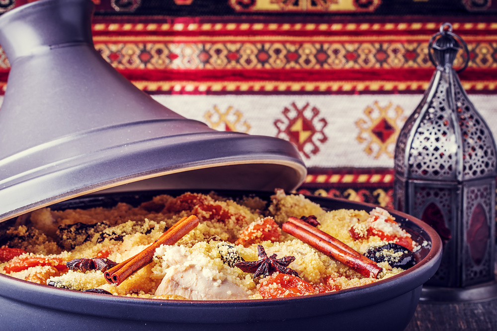 Таджин с курицей и фруктами, Марокко.