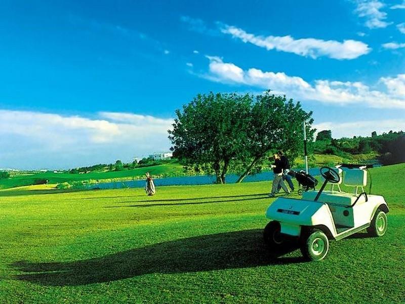 Поле для гольфа. Сканес, Тунис.