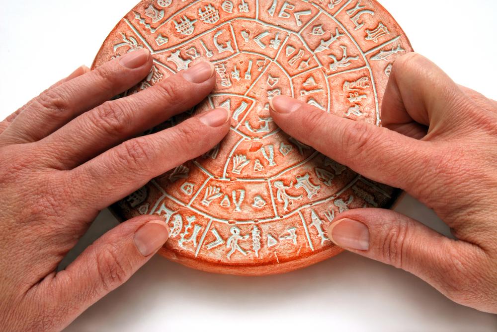 Сувенирный Фестский диск. Крит, Греция.