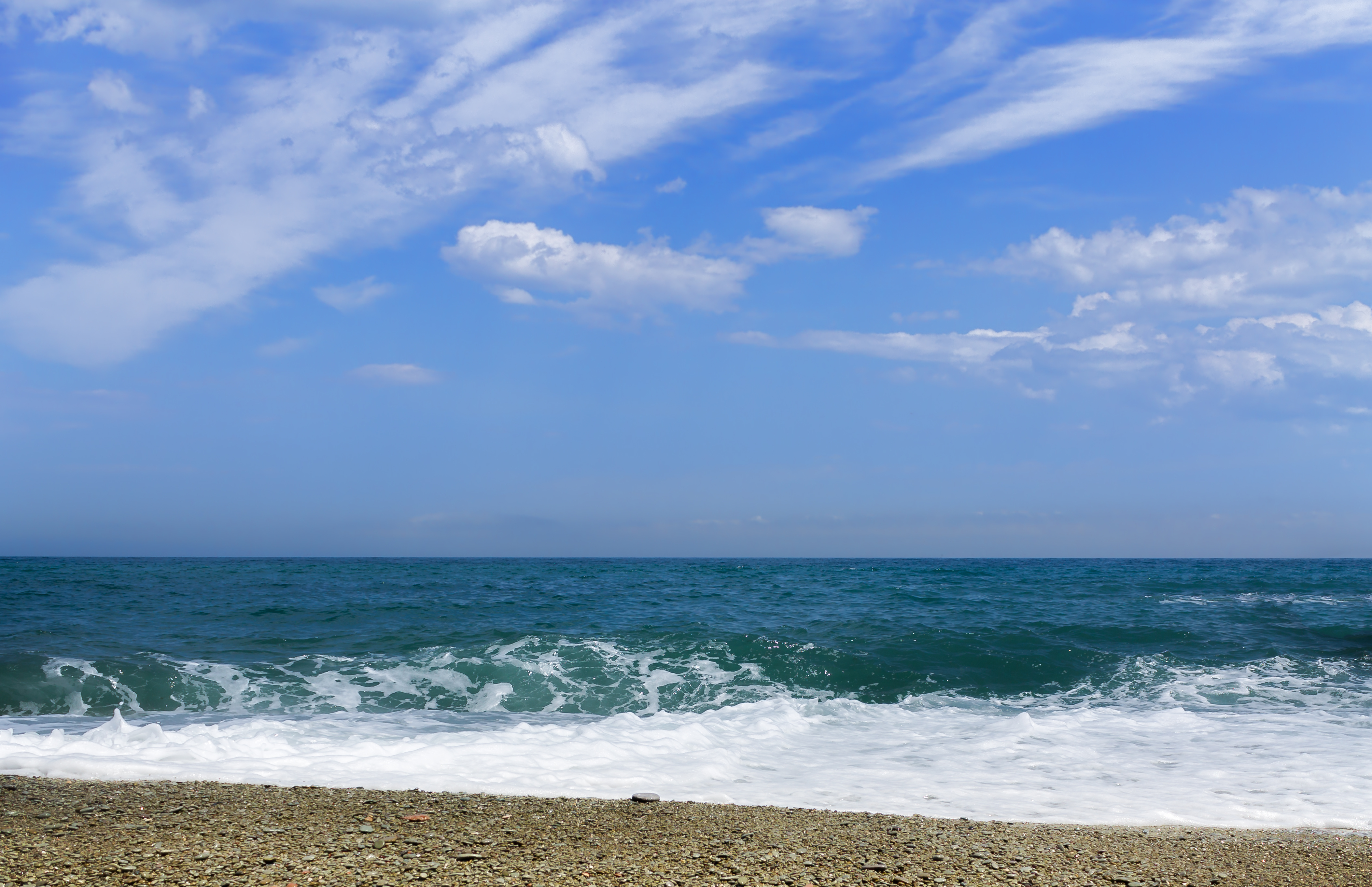 Галечный пляж Алушты