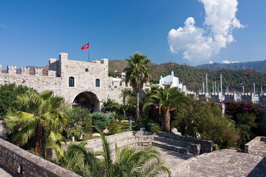 Внутренний двор крепости в Мармарисе, Турция