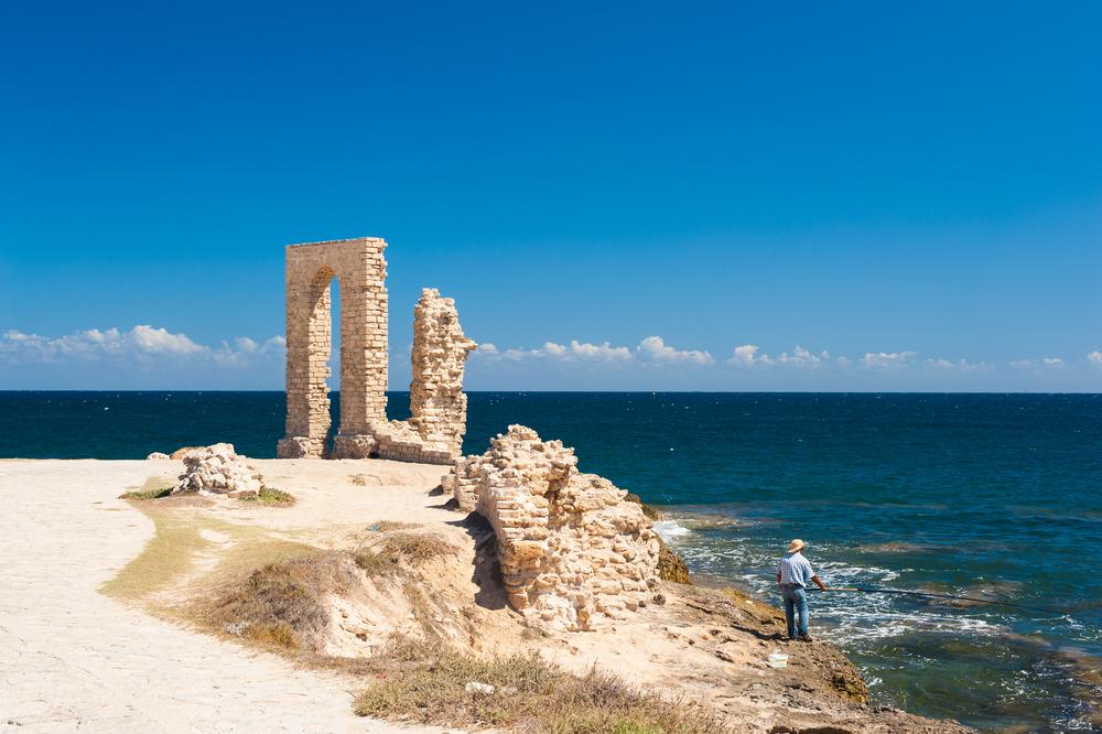 Руины форта эпохи Фатимидов, x век. Махдия, Тунис.