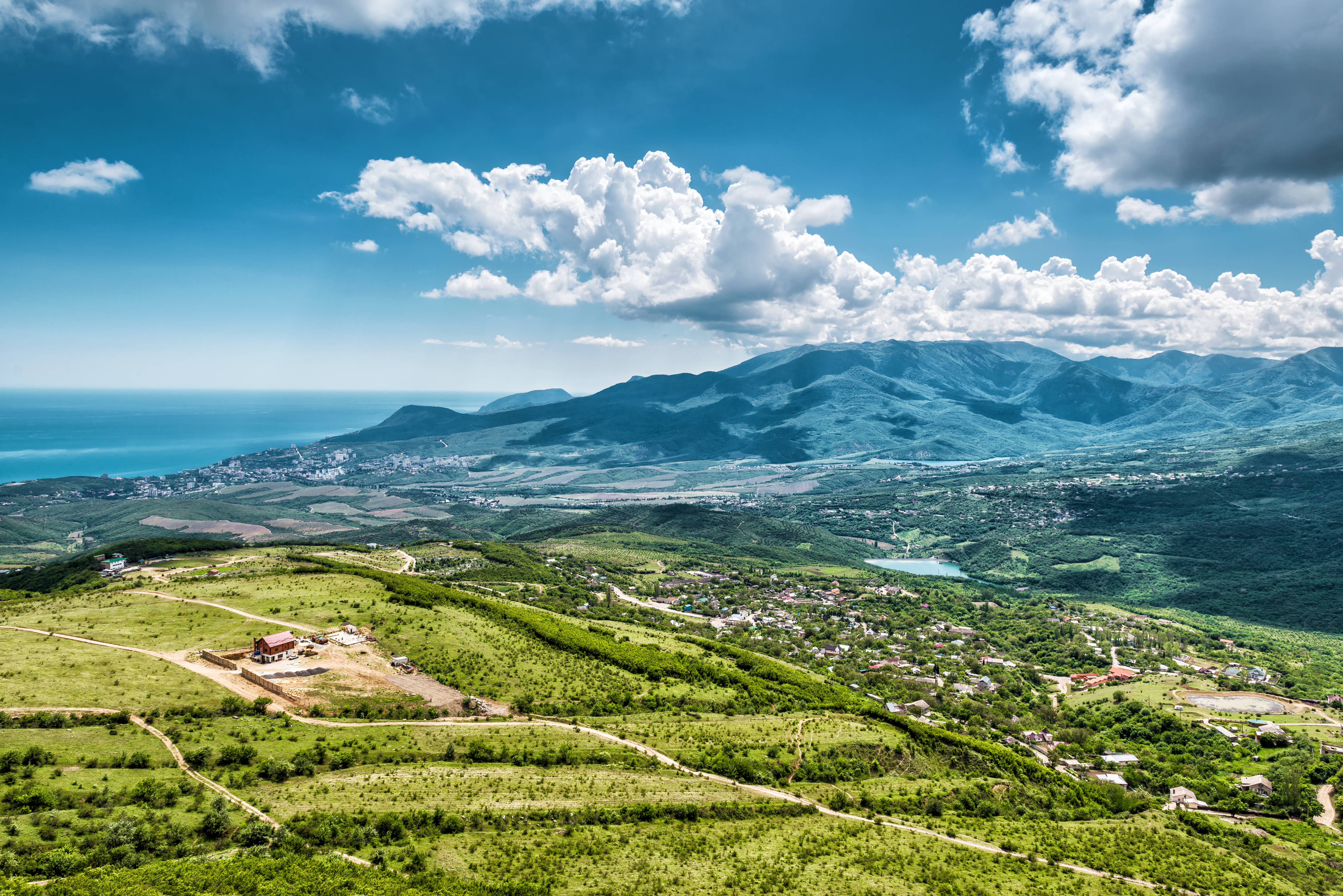 Вид с горы Демерджи на окрестности Алушты, Крым