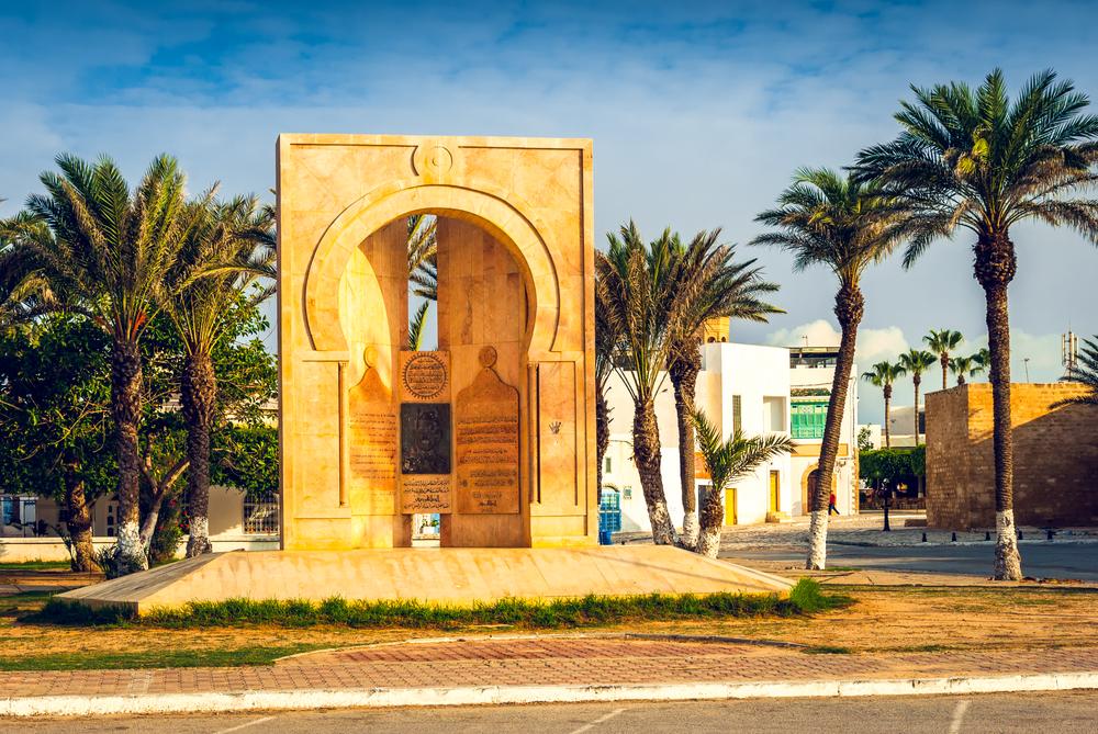 Памятник Хабибу Бургибе. Махдия, Тунис.
