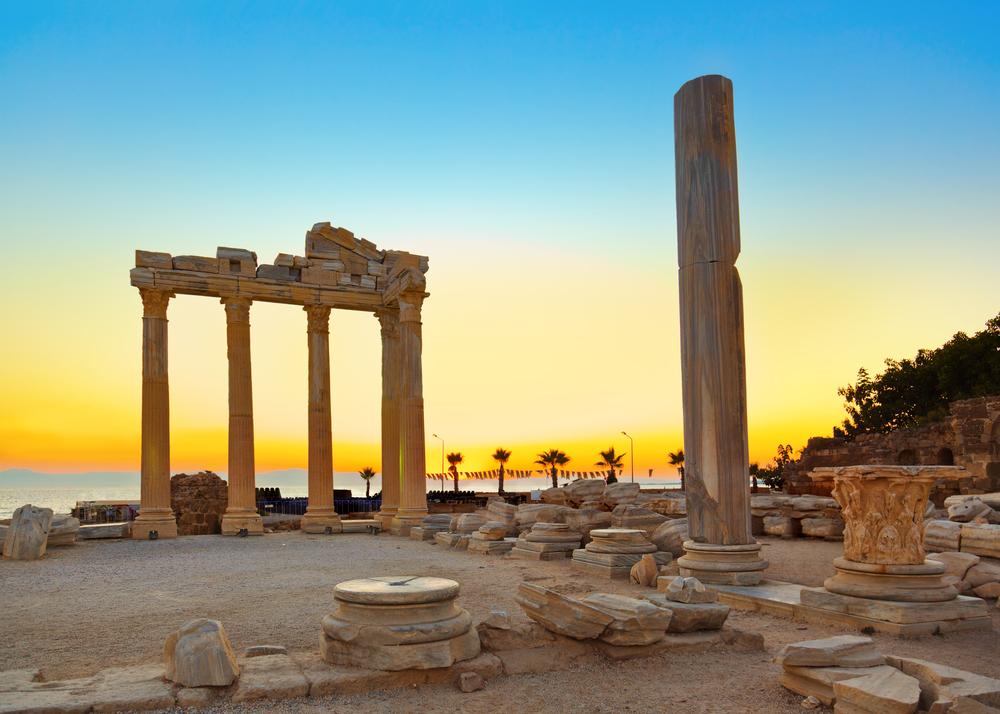 Вид на храм Аполлона. Сиде, Турция.