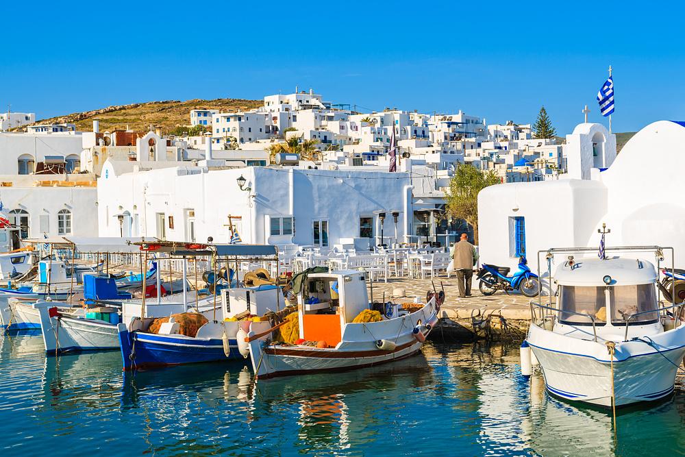 Лодки в порту Науса. Парос, Греция.