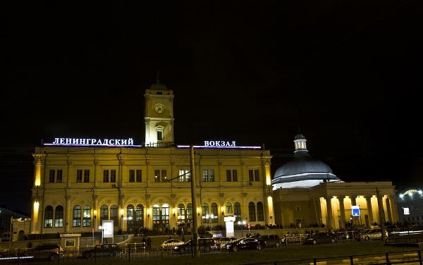 Ленинградский вокзал ночью