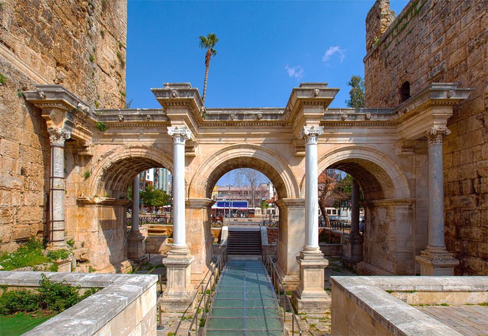 Ворота Адриана в Анталье